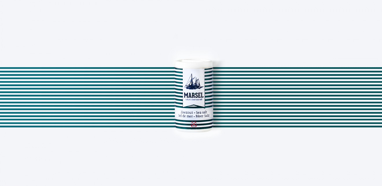Quatre Mains package design - small packaging, stripes, marine