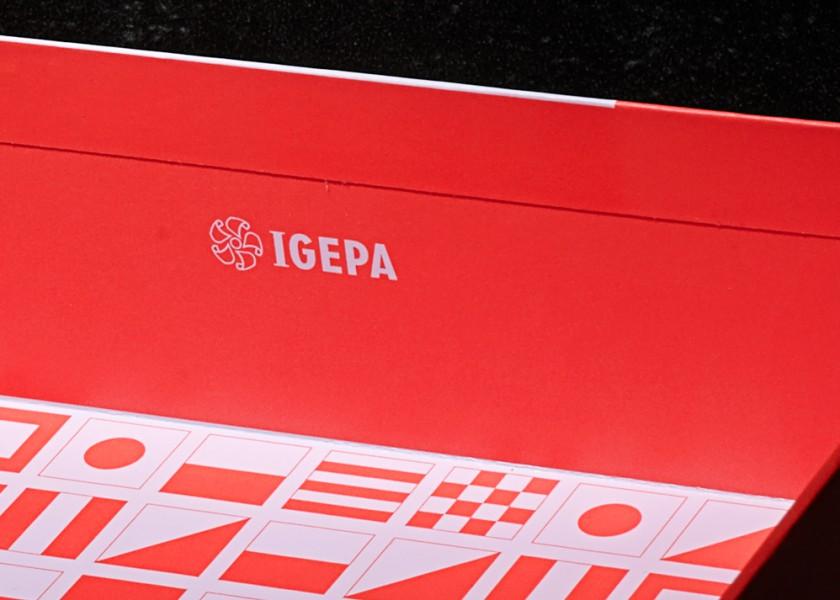 Quatre Mains package design - Package design igepa, lightbox, paper, quatre mains